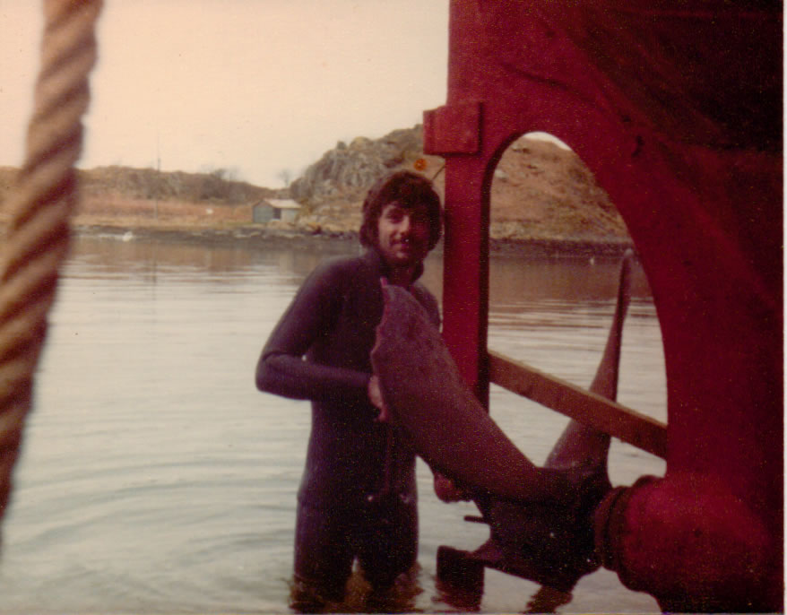 Pete Dunnell changing broken prop at Crinan Harbour